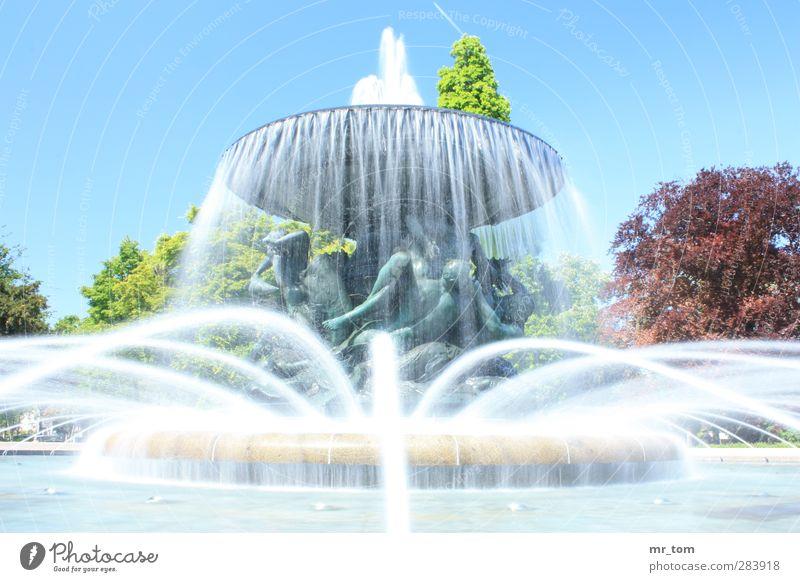 Wasser ohne Ende Kunst Kunstwerk Schönes Wetter Stadtzentrum Sehenswürdigkeit Denkmal Ferien & Urlaub & Reisen Blick alt ästhetisch außergewöhnlich fantastisch