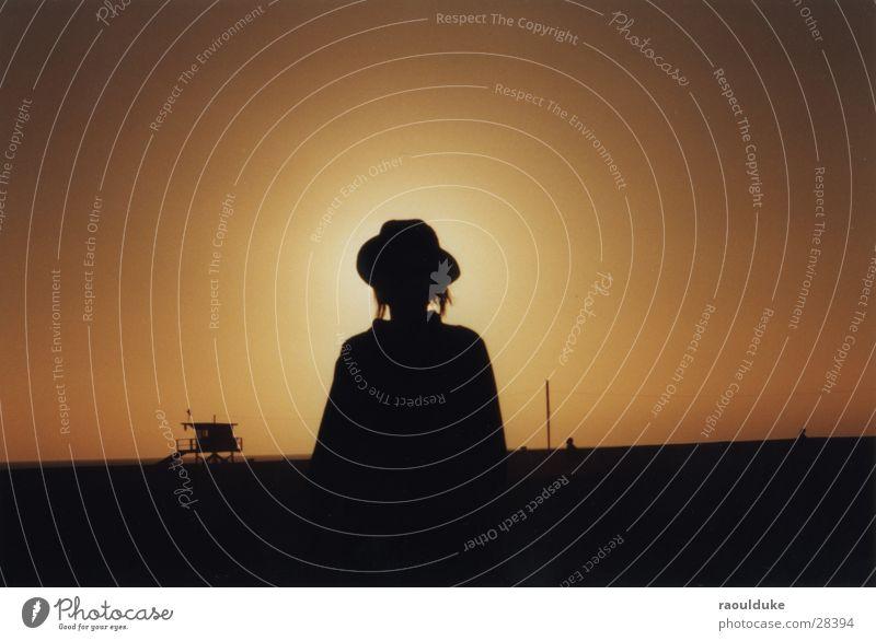 SantaBarbara, CA Gegenlicht Kalifornien Strand Sonnenuntergang Frau USA