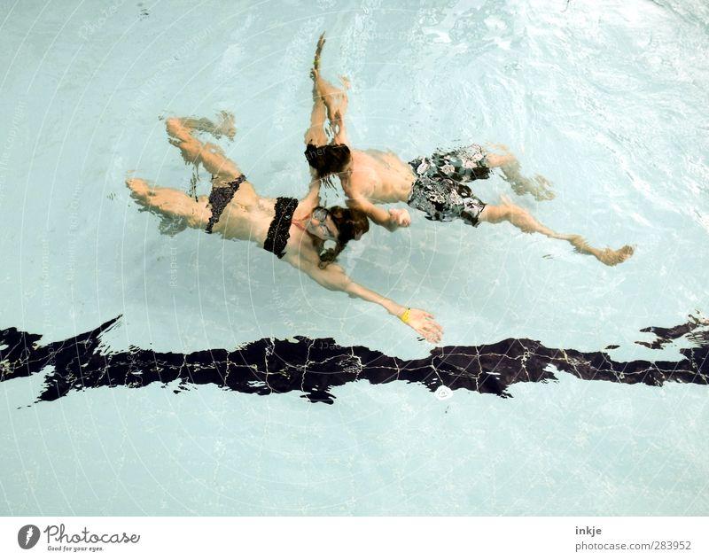 Sowas ähnliches wie Synchronschwimmen. Mensch Kind Jugendliche Ferien & Urlaub & Reisen Wasser Sommer Mädchen Freude Leben Spielen Junge Bewegung Freundschaft Schwimmen & Baden Zusammensein Körper