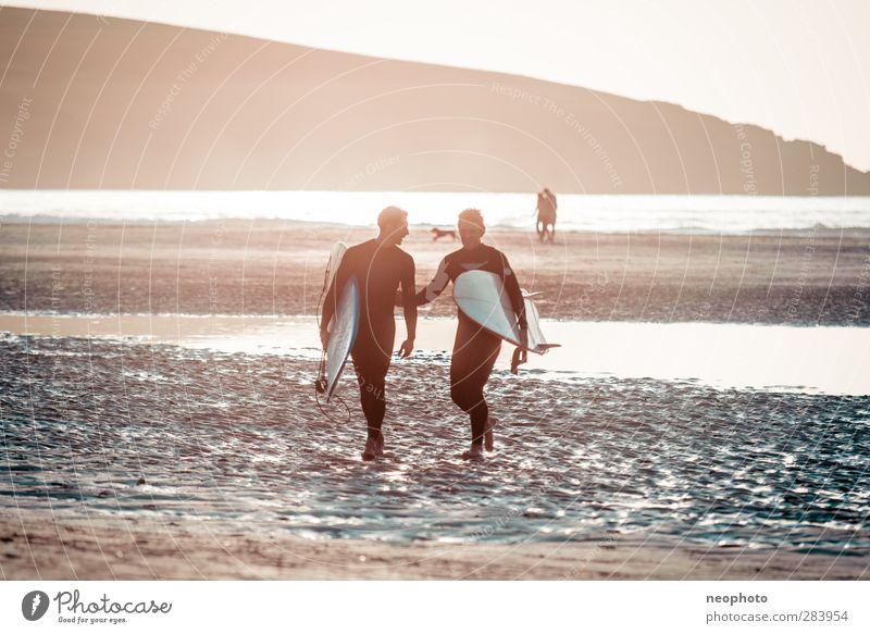 soziales netzwerk Mensch Mann Ferien & Urlaub & Reisen Sommer Meer Strand Erwachsene Ferne Glück Küste Freundschaft Wellen maskulin Lifestyle ästhetisch Abenteuer
