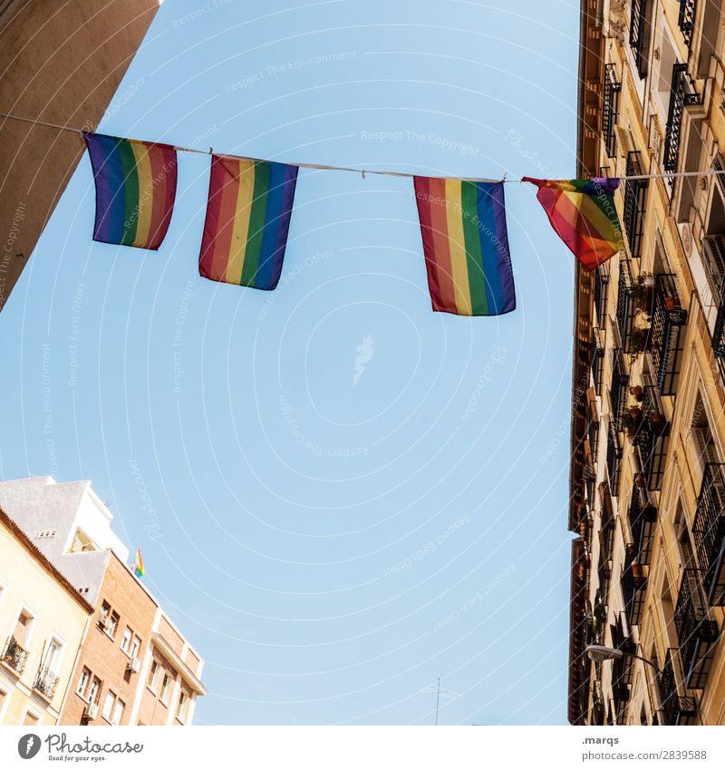 LGBT Wolkenloser Himmel Schönes Wetter Haus Fassade Häuserzeile Zeichen Fahne Feste & Feiern Sex Sexualität Christopher Street Day Toleranz Partnerschaft