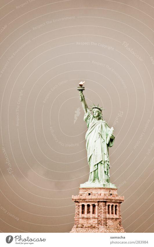 Fackel in die Luft Ferien & Urlaub & Reisen Freiheit frei Tourismus stehen Ausflug Geschenk Symbole & Metaphern USA historisch Statue Wahrzeichen Amerika