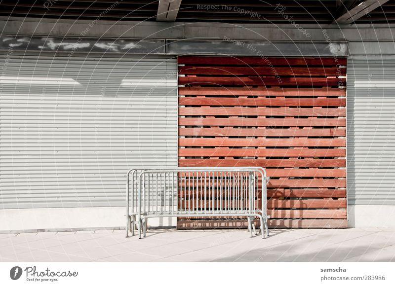 Heute geschlossen Stadt Haus Wand Gebäude Mauer Fassade Tür warten geschlossen Stadtzentrum Tor Ladengeschäft Eingang Feiertag Gitter verkaufen