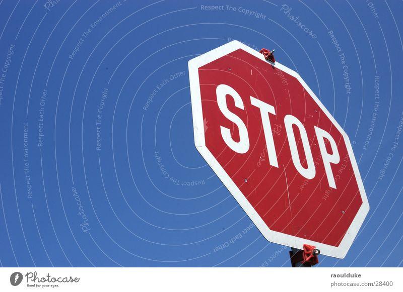 Stop it now Himmel Straße Verkehr Perspektive Verkehrsschild stoppen Mischung Verkehrszeichen Stoppschild