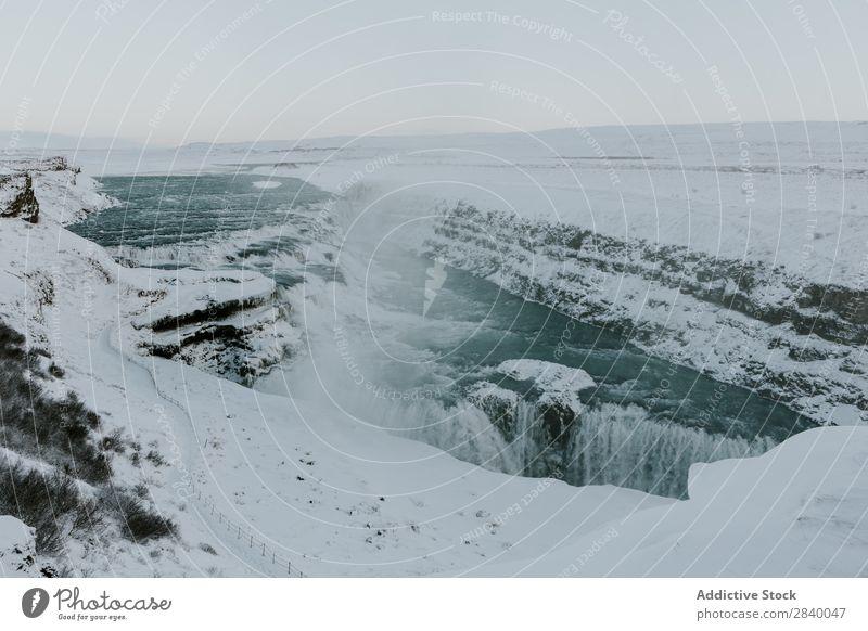 Landschaft des Frostwasserfalls Wasserfall Tal Riss Panorama (Bildformat) Tierwelt extrem Gelände dramatisch frisch kalt Schnee Gelassenheit Natur Fluss Winter