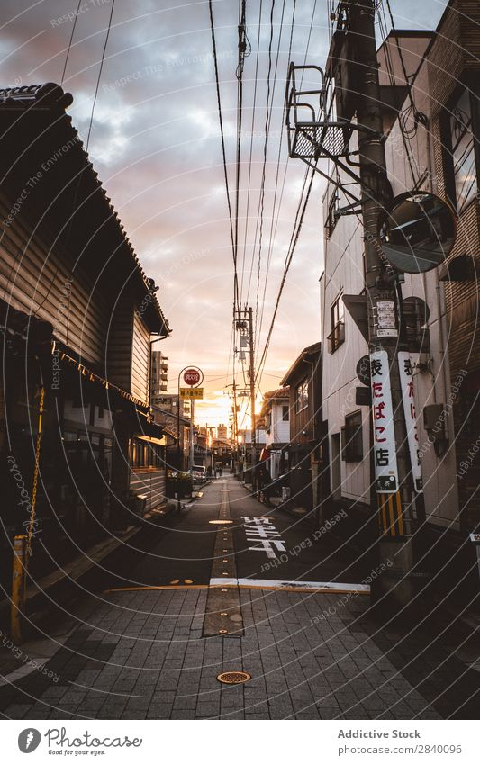 Spaziergang in der Stadt am Abend Gang Straße asiatisch Großstadt Straßenbelag laufen Wege & Pfade Ferien & Urlaub & Reisen Gebäude Architektur Fußgänger