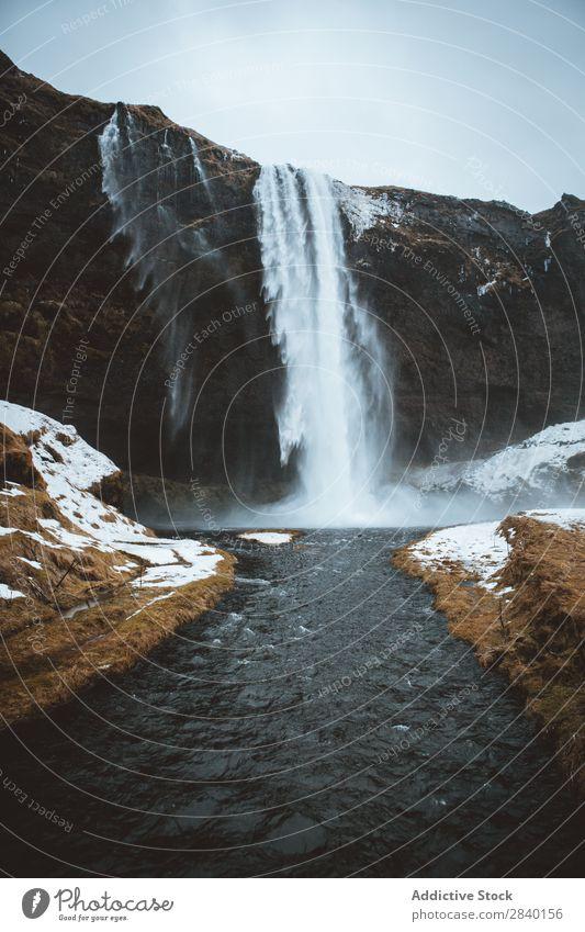 Wasserfall im Winter Schnee Natur grün Aussicht Berge u. Gebirge Hügel