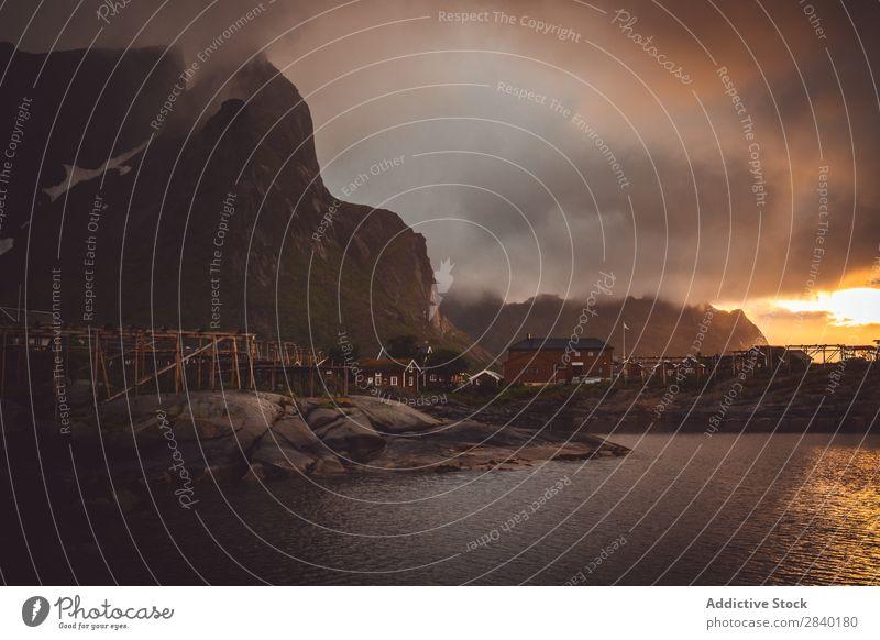 Reine, Lofote, Norwegen Landschaft Wasser Berge u. Gebirge lofoten Skandinavien Meer Sonnenuntergang nordisch Fjord Küste Fischereiwirtschaft Natur Norden Haus