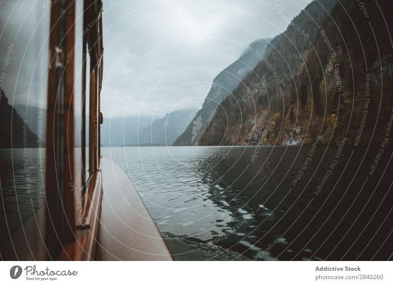 Boot auf dem Königssee See alpin Landschaft Park Wasser Berchtesgaden Berge u. Gebirge Natur Bayern Ferien & Urlaub & Reisen national Reflexion & Spiegelung