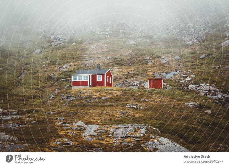 Rote Hütten in den norwegischen Bergen Berge u. Gebirge Ferien & Urlaub & Reisen Aussicht Norwegen Landschaft ländlich Haus Natur Cottage Holz Gras Norden