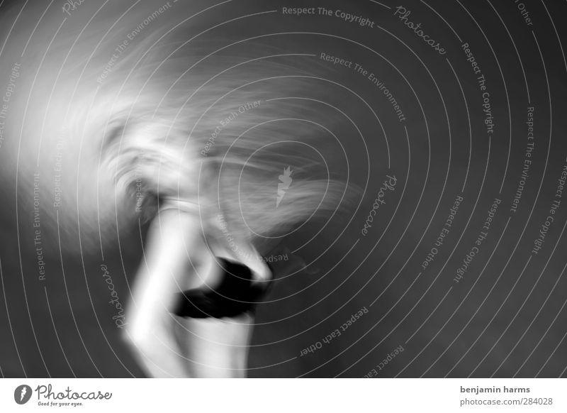 [100] ...ausrasten! feminin Junge Frau Jugendliche Mensch 18-30 Jahre Erwachsene BH blond langhaarig Locken Tanzen Fröhlichkeit verrückt Freude Schwarzweißfoto