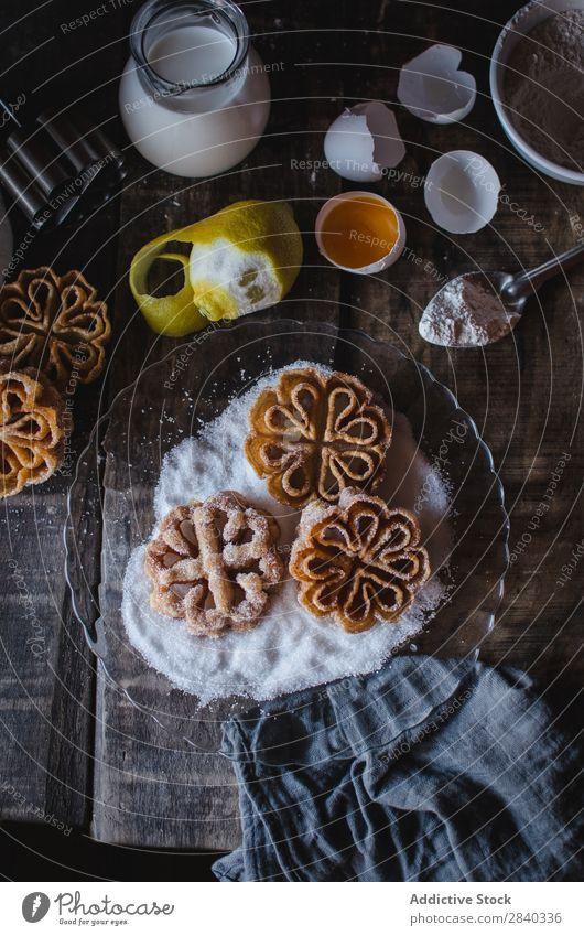 Leckere Kekse mit Zucker bedeckt süß Backwaren rustikal lecker Plätzchen Belag Dessert Lebensmittel frisch geschmackvoll gebastelt Feinschmecker Bäckerei Snack