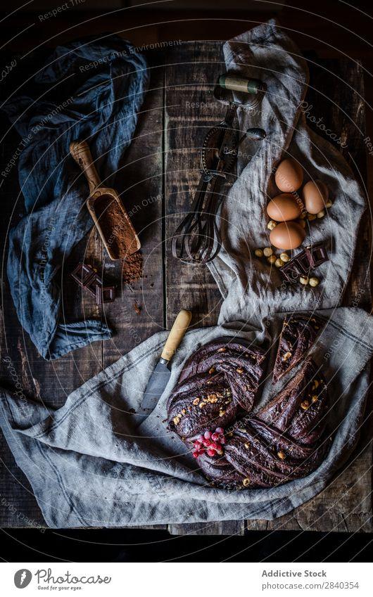 Schokoladenkuchen auf dem Tisch süß Backwaren rustikal lecker Kuchen Dessert Lebensmittel frisch geschmackvoll gebastelt Feinschmecker Bäckerei Snack Frühstück