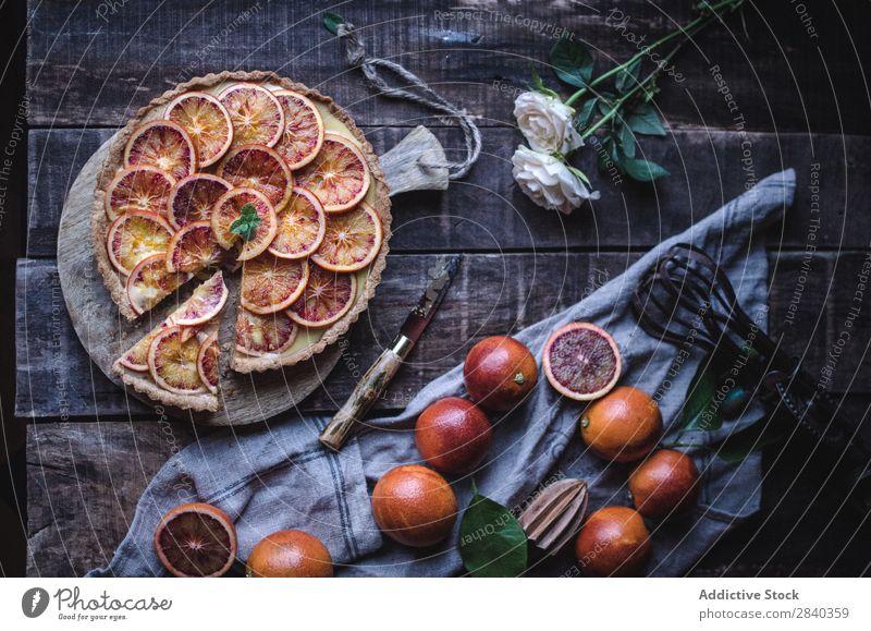 Leckere Torte mit roten Orangen süß Backwaren rustikal Zitrusfrüchte Frucht geschmackvoll lecker Dessert Lebensmittel frisch gebastelt Feinschmecker Bäckerei