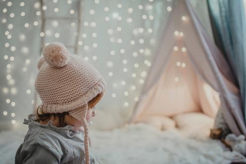 Profil des kleinen Mädchens Weihnachten & Advent magisch Wunder Licht Weichzeichner Kind Mensch niedlich 1 reizvoll schön Kindheit hübsch Seite Kleinkind Blick