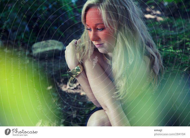 forest feminin Junge Frau Jugendliche 1 Mensch 18-30 Jahre Erwachsene Umwelt Natur Landschaft Wald blond langhaarig trendy schön einzigartig Schminke