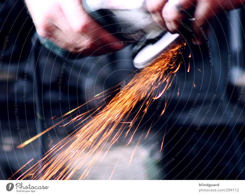 Metal On Metal Arbeit & Erwerbstätigkeit Handwerker Arbeitsplatz Werkzeug Maschine Industrie maskulin Mann Erwachsene Finger Metall heiß blau gelb grau orange