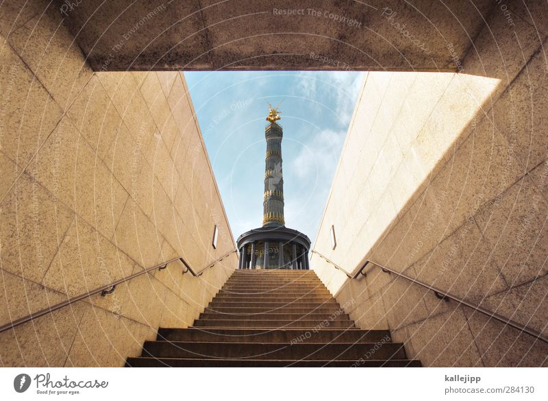 X Hauptstadt Treppe Sehenswürdigkeit Wahrzeichen Denkmal Ehre Tapferkeit selbstbewußt Siegessäule Berlin aufwärts Unterführung Tunnel Treppengeländer Erfolg