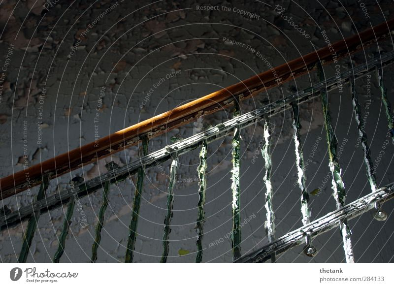 betreten verboten - aber verlockend Mauer Wand Treppe träumen alt ästhetisch Neugier Einsamkeit Perspektive Verfall Vergänglichkeit Farbstoff Treppengeländer