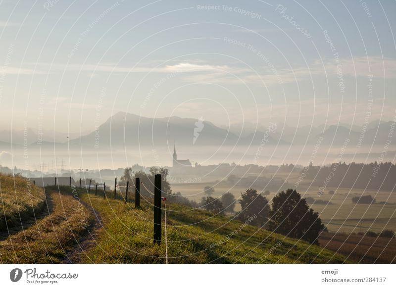 Herbstmorgen Umwelt Natur Landschaft Himmel Schönes Wetter Nebel Feld authentisch natürlich Dorf Farbfoto Außenaufnahme Menschenleer Textfreiraum oben Morgen