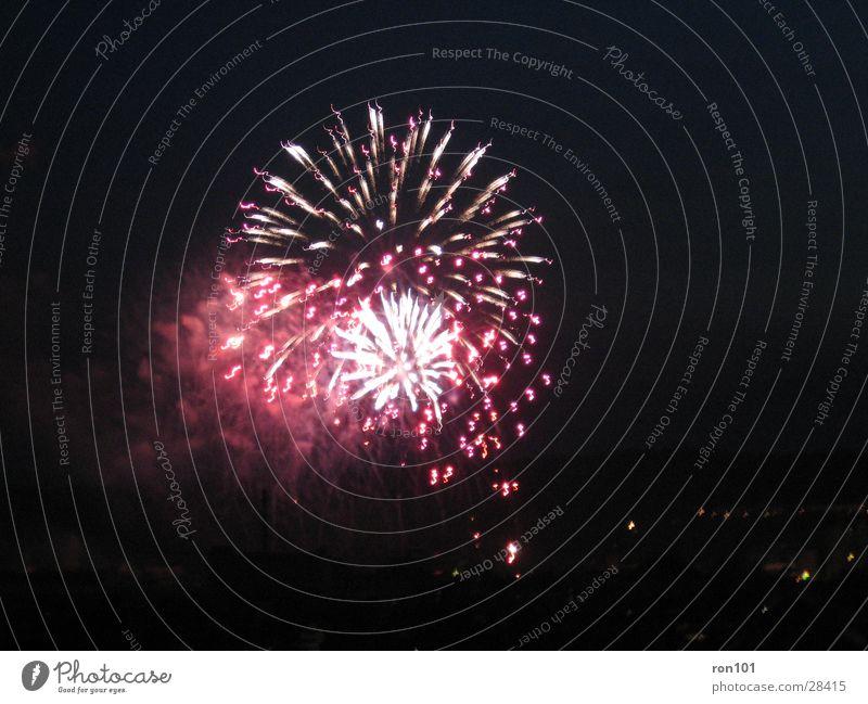 fireworks rocket rot schwarz dunkel Nacht Explosion Langzeitbelichtung feurwerk rackete roket