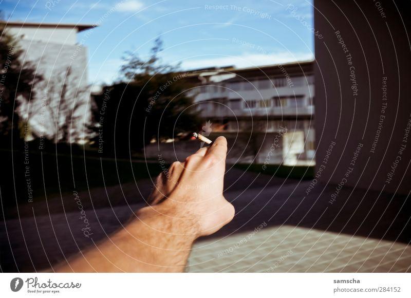 Rauchzeichen Hand Arme Finger Pause Rauchen genießen Lebensfreude Tabakwaren zeigen Richtung Zigarette ziehen Sucht Zeigefinger Frühlingsgefühle Befriedigung
