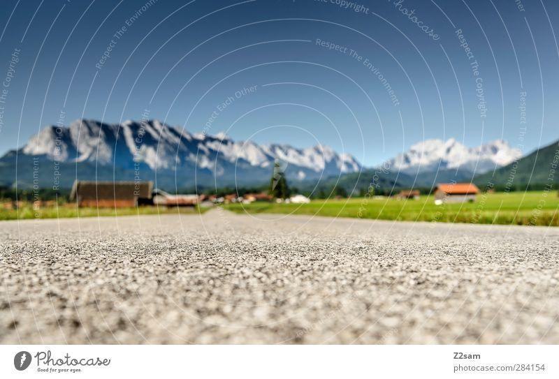 On the Road Again Natur Ferien & Urlaub & Reisen Sommer Einsamkeit ruhig Landschaft Erholung Ferne Wiese Berge u. Gebirge Straße Horizont natürlich