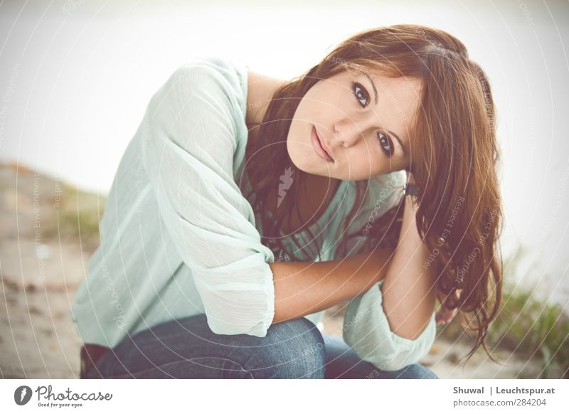 This litle light of mine Mensch Jugendliche schön Junge Frau Erwachsene 18-30 Jahre feminin Haare & Frisuren träumen Nebel sitzen 13-18 Jahre ästhetisch