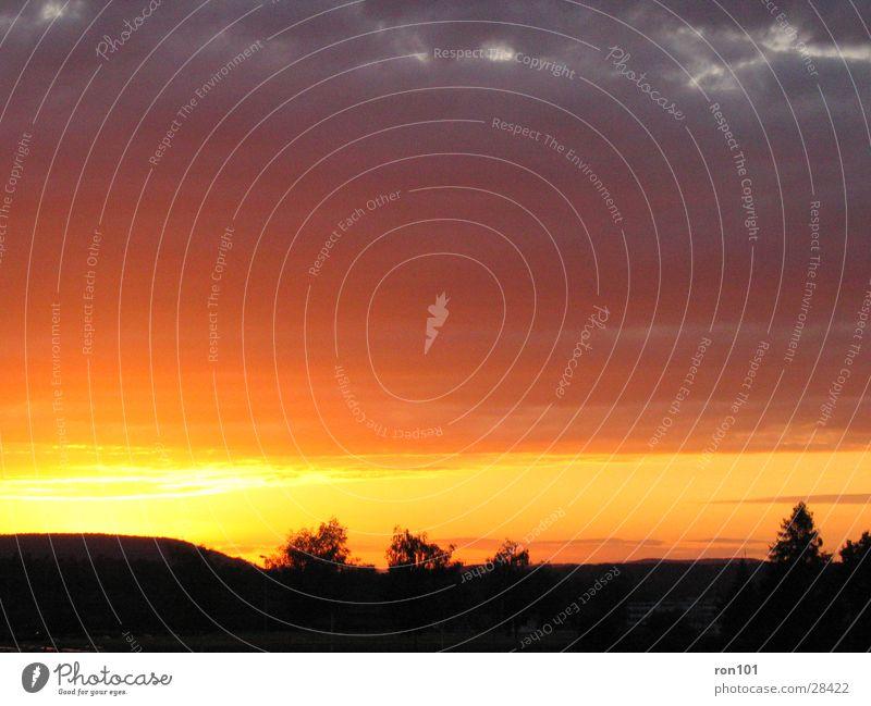 swiss sunset I Himmel Sonne blau rot Wolken orange