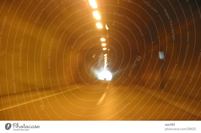 in to the light:::..... dunkel PKW Verkehr Geschwindigkeit fahren Autobahn Tunnel