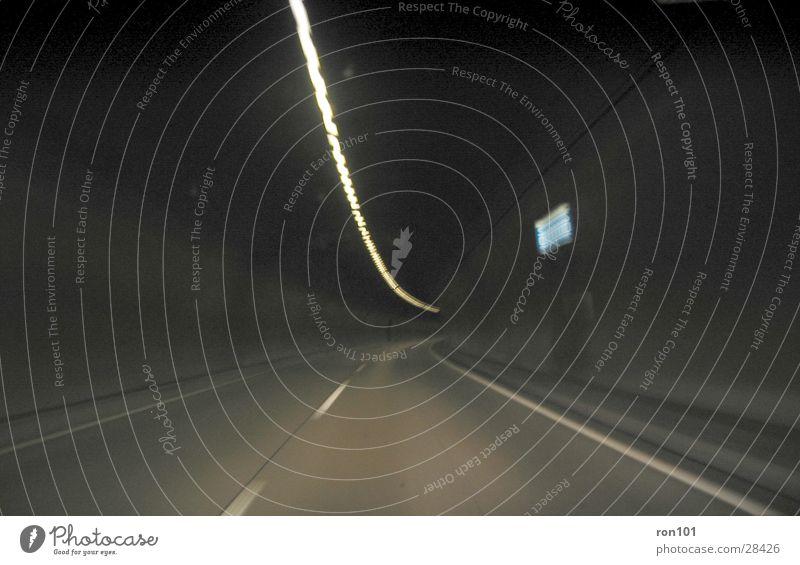 auswegslos Straße dunkel Verkehr Geschwindigkeit fahren Autobahn Tunnel