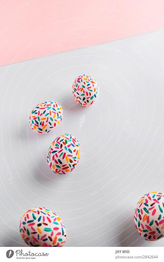 Lustige mehrfarbige Ostereier, handbemalt mit Pinseln. Design Freude Glück schön Dekoration & Verzierung Tisch Feste & Feiern Ostern Handwerk Kunst lustig Farbe