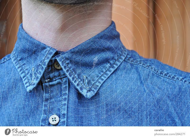 Zugeknöpft maskulin Junger Mann Jugendliche Hals Kehlkopf Barthaare Hemd Knopfloch Knöpfe Jeanshemd trendy nerdig streng Naht Kragenweite Sauberkeit fein