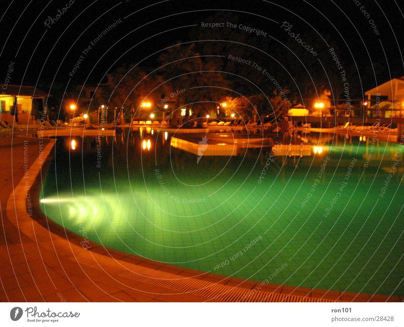 poolparty Schwimmbad Nacht Licht dunkel Europa Nachtaufnahme Wasser Abend