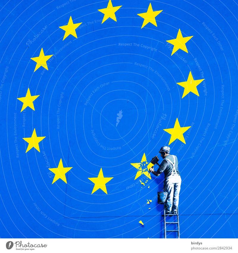 Kunstwerk von Banksy in Dover, Handwerker meiselt einen Stern aus der EU-Fahne Wirtschaft Handel Europafahne Mann Erwachsene 1 Mensch Staatengemeinschaft