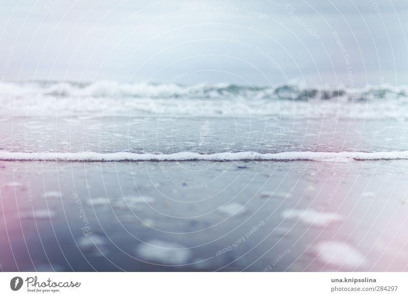 Die Woge schläft, es schweigt das Meer Ferien & Urlaub & Reisen Meer Strand Wolken Küste Wellen Klima nass Sturm schlechtes Wetter Gischt Light leak