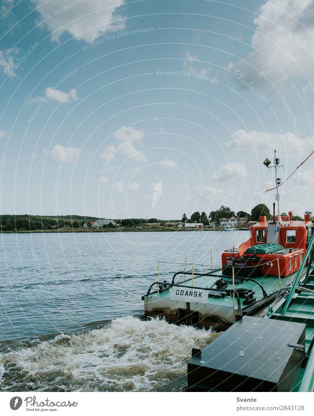 Fähre über den Fluss in Polen Ferien & Urlaub & Reisen Tourismus Ausflug Sommer Wellen Wasser Flussufer Abenteuer Bootsfahrt Wasserfahrzeug Gdánsk Blauer Himmel