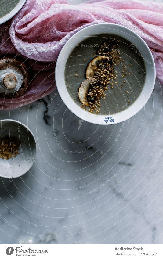 Rahmsuppe mit Champignons Suppe Creme kochen & garen serviert Pilz Schalen & Schüsseln frisch Tisch Lebensmittel Gemüse Vegetarische Ernährung Küche braun