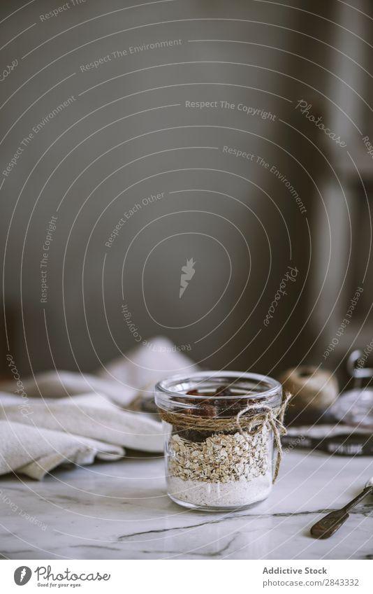 Glas mit Haferflocken und Rosinen Lebensmittel Gesundheit Dessert Snack süß Mahlzeit frisch Getreide Diät Müsli natürlich Ernährung organisch rustikal