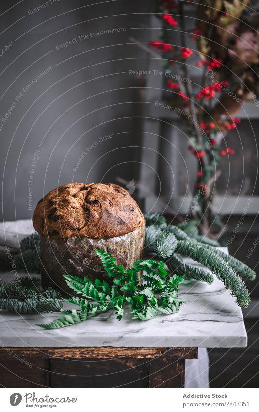 Leckerer gebackener Panettone auf dem Tisch Kuchen süß geschmackvoll Tasse Dessert Lebensmittel Backwaren Bäckerei lecker gebastelt Teekuchen Snack
