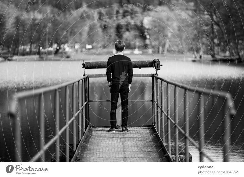 Freischwimmer Natur Jugendliche Wasser Einsamkeit ruhig Landschaft Erholung Erwachsene Umwelt Leben Gefühle Wege & Pfade Junger Mann See 18-30 Jahre Zeit