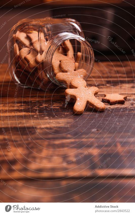 Weihnachtskekse auf Holztisch Weihnachten & Advent Lebkuchen Plätzchen Winter Lebensmittel braun süß Tradition Dessert gebastelt kochen & garen lecker Gußformen
