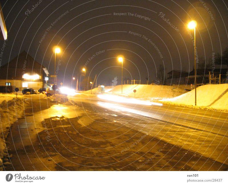 streetstyle Laterne Straßenbeleuchtung Langzeitbelichtung PKW Beleuchtung Schnee