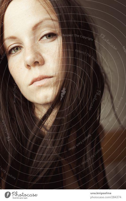 den teufel tun schön Haare & Frisuren Gesicht Frau Erwachsene 1 Mensch 18-30 Jahre Jugendliche brünett langhaarig Denken träumen Traurigkeit Gefühle Sehnsucht