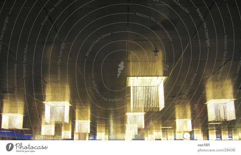 lampen Lampe Licht dunkel Architektur Beleuchtung Decke Lagerhalle Raum