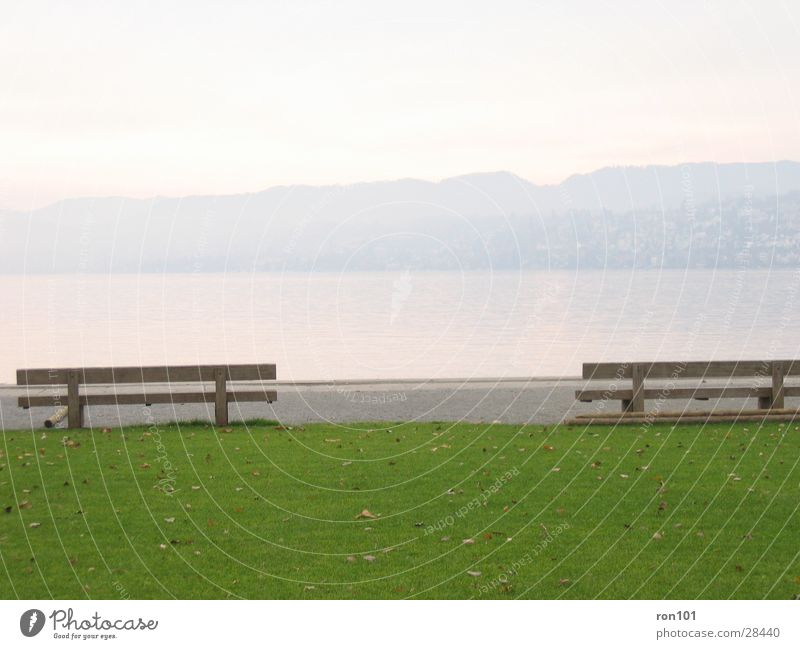 enjoy the silence..... ... .. . See Wiese Blatt Hügel ruhig grün Holz Bank Rasen Berge u. Gebirge Wasser Natur blau sitzen
