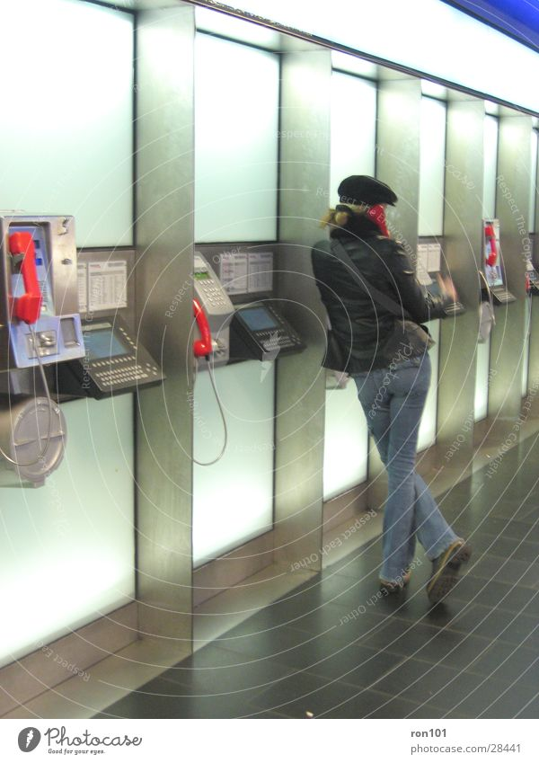 ..::?no?handy?::.. Frau sprechen Telefon Jeanshose Dame Hut Mütze Telefongespräch Technik & Technologie Telefonzelle