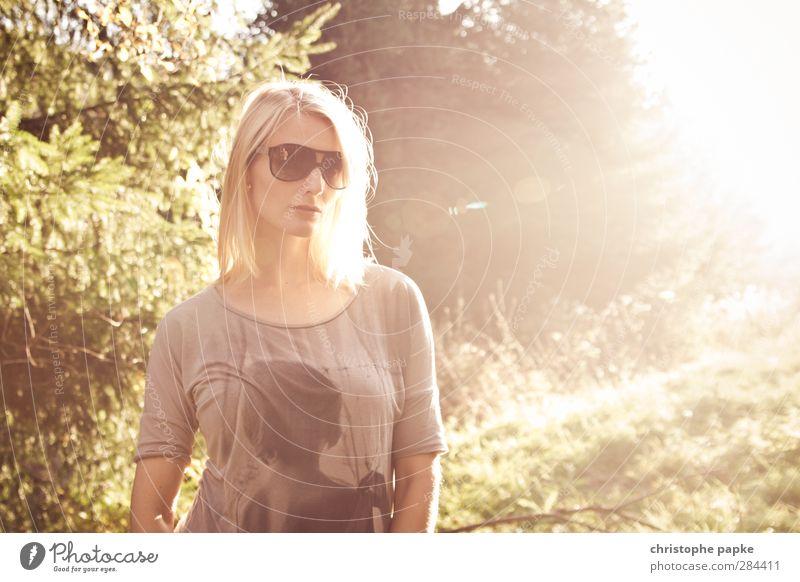 Fairy Mensch Jugendliche schön Erwachsene Junge Frau feminin Stil hell 18-30 Jahre blond elegant Coolness trendy Sonnenbrille selbstbewußt