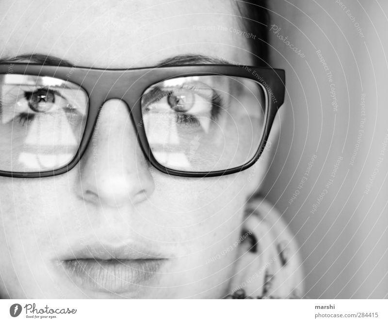Durchblick Stil Mensch Junge Frau Jugendliche Erwachsene Gesicht 1 Gefühle Stimmung Brille Brillenträger Brillengestell Brillenschlange streng