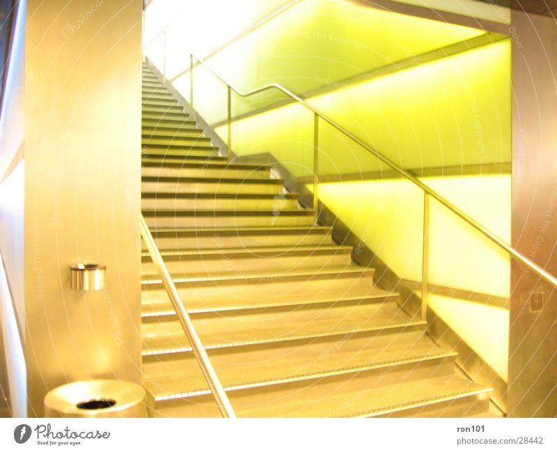 stairs Wand grün Aschenbecher Müllbehälter Architektur Treppe Geländer Beleuchtung